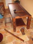 Stavitelný stůl z masivu včetně přednožky a zvedacího zařízení a naběračky oleje